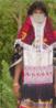 Os Rashaidas são um pequeno grupo de nômades de língua árabe que vivem no noroeste do deserto da Eritreia. São muçulmanos radicais de profundas convicções religiosas. Tradicionalmente, criam camelos em pequenas pastagens junto dos oásis. Sua música consiste em canções acompanhadas por palmas e bater de pés, substituindo as percussões. Possuem seu próprio estilo de dança, com as mulheres ostentando véus multicoloridos e máscaras decoradas chamadas <strong>Arusi</strong>. <br/> Palavras-chave: mulher Rashaida, nômades, deserto da Eritreia, muçulmanos, música, dança, arusi.