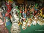O artesanato em argila feito no nordeste brasileiro é rico em cores e estilização. <br/> Palavras-chave: artesanato, argila