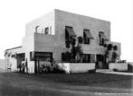 Casa Modernista (1927-1930) do arquiteto russo radicado em São Paulo, Gregori Warchavchik. Construída como primeiro exemplar do Modernismo na arquitetura brasileira, na Vila Mariana, em São Paulo. Este conhecia bem os postulados racionalistas de Le Corbusier.