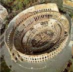 Vista aérea do Coliseu de Roma. Anfiteatro construído originalmente para comportar perto de 50.000 pessoas com 48 metros de altura. Era usado para variados espetáculos, levando aproximadamente 10 anos para ser erigido. É considerado o símbolo do Império Romano. <br/> Palavras-chave: Roma Antiga, coliseu, arquitetura, Anfiteatro