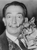 Salvador Felipe Jacinto Dalí i Domènech (Espanha, 1904-1989). O mais conhecido (e talvez o mais importante) dos pintores surrealistas, Dalí dominava as técnicas do desenho e da pintura como poucos, combinando imagens bizarras e excelente qualidade plástica. <br/> Palavras-chave: Salvador Dalí, surrealismo, arte moderna