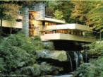 &ldquo;Casa da Cascata&rdquo; (1936-1939) do arquiteto norteamericano Frank Lloyd Wright (1867-1959), ilustra bem a arquitetura orgânica, uma casa projetada de modo que se integre harmoniosamente à paisagem. Esta superaria o racionalismo, o funcionalismo e o maquinismo. Formado em um meio diferente do racionalismo e da Bauhaus, Wright provinha da escola americana de Louis Sullivan.  <br/><br/> Palavras-chave: casa da cascata, frank lloyd wright, arquitetura orgânica, racionalismo, louis sullivan
