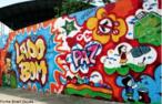 Exemplo de muro grafitado com mensagens de paz. <br/> Palavras-chave: grafite, pichação, arte de rua, graffiti