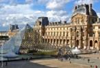 O Museu de Louvre é um dos mais importantes museus do mundo. Construído em Paris, por Napoleão, abriga obras como a Mona Lisa e a Vênus de Milo. Junção e harmonia entre arquitetura moderna e antiga. <br/><br/> Palavras-chave: louvre, museu, paris, napoleão, mona lisa, vênus, arquitetura