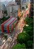 O Museu de Arte de São Paulo (MASP) localiza-se na Avenida Paulista, na cidade de São Paulo, no Brasil. Um dos mais importantes espaços culturais do país, é popularmente conhecido pelo prédio de arquitetura arrojada que abriga as suas instalações, um verdadeiro cartão-postal da metrópole paulistana. Instituição particular sem fins lucrativos, o museu se notabiliza pelo extraordinário acervo reunido em sessenta anos de atividades. Reconhecida internacionalmente por sua qualidade e diversidade, a coleção do MASP é considerada a mais importante da América Latina, com obras que abrangem da Antiguidade Clássica, até a Arte Contemporânea. <br/> Palavras-chave: Masp, São Paulo, arte brasileira, museu