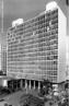 Sede do Ministério da Educação e Saúde(1937-1945), atual Palácio da Cultura Gustavo Capanema, do Rio de Janeiro. Resultado do trabalho de um grupo de arquitetos liderados por Lucio Costa (1902-1998), do qual participou Oscar Niemeyer (1907), entre outros, rompendo assim com o marasmo que se encontrava a arquitetura brasileira.