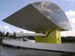 O Museu Oscar Niemeyer está localizado na cidade de Curitiba, onde é conhecido por Museu do Olho. O primeiro prédio foi projetado em 1967 pelo famoso arquiteto. Em 2003, após grande reforma, recebeu o anexo que o caracterizou e o nome em homenagem ao seu criador. <br/> Palavras-chave: Oscar Niemeyer, museu, Curitiba, arquitetura