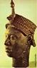 Cabeça, provavelmente de um primitivo oni, de Ife, Nigéria. Sécs. XIII - XIV. Bronze. Alt., 36 cm. Na África, as esculturas são modeladas em argila, terracota, ouro e bronze, porém a madeira é um dos materiais preferidos. As esculturas mais antigas são da cultura Nok (cerca de 500 a. C.), no território onde atualmente se encontra a Nigéria.