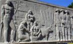Painel em Granito representando os ciclos econômicos do Paraná de autoria de Erbo Stenzel localizado na praça 19 de dezembro.