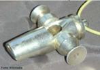 O apito é um instrumento de sopro utilizado tanto para música como para sinalização esportiva e de trânsito. O som é produzido pela vibração do ar ao passar por uma aresta.