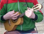 O cavaquinho, braguinha, braga, machete, machetinho ou machete-de-braga é um instrumento cordofone que soa por dedilhado, menor que a viola, de grande popularidade como acompanhador e mesmo solista nas orquestras do povo. <br/><br/> Palavras-chave: Cavaquinho. Instrumento musical. Música.