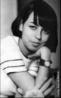 Musa da Bossa Nova Nara Lofego Leão foi um dos ícones do movimento musical da década de 60. Nara Leão foi uma das primeiras cantoras consagradas a apoiar a Tropicália, outro movimento musical que revelou grandes nomes como Caetano Veloso e Gilberto Gil.