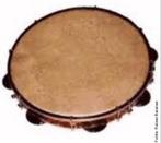 Instrumento musical de percussão composto de uma armação em formato de um aro com uma pele esticada. Não forma uma caixa, pois não é fechado embaixo.